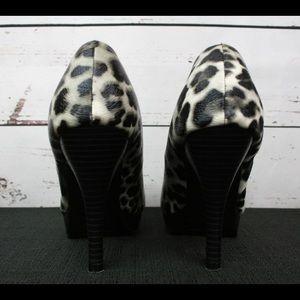 Kenneth Cole Reaction leopard print pumps!
